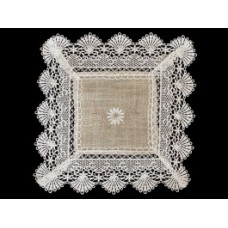 English Daisy Square Doily